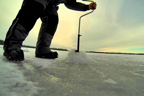 Using Strike Master Ice Augers Lazer Hand Auger